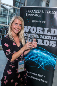 """Journalist Thea Roll Rakeng in VG with the """"Best New Product"""" award. Photo: WAN-IFRA"""