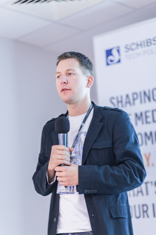 Site manager Tomasz Zarzeczny welcomed to the meetup