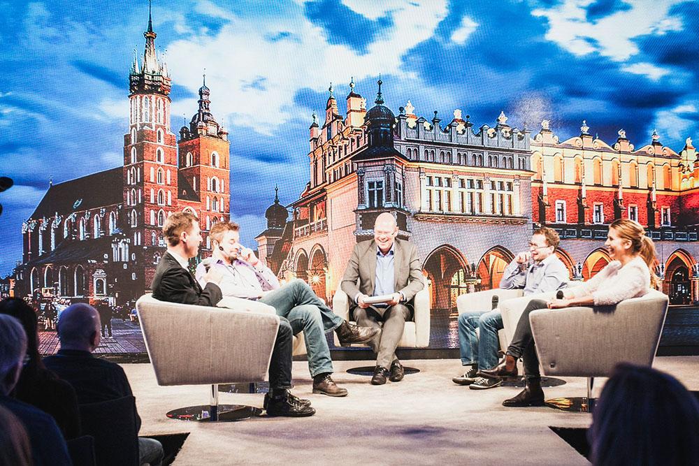 The stage was set like in a TV studio during the STP Talks. From left: Tomasz Zarzeczny, Kent Vilhelmsen, John Einar Sandvand, Konrad Pietrzkiewicz and Sofia Ljungmark