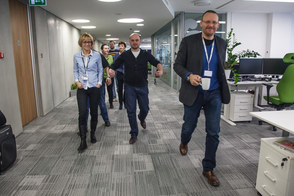 CEO Stig A. Waagbø (right) on his way to a staff meeting together with CFO Katarzyna Kowalczyk and department manager Mateusz Jaracz. Photo: John Einar Sandvand